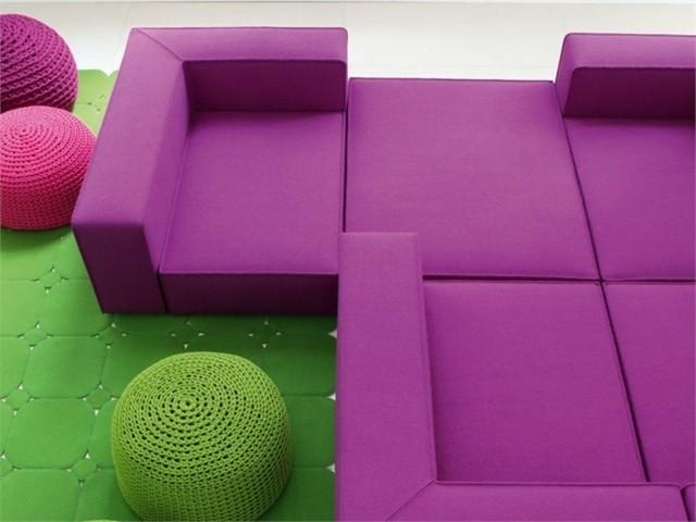 canapé angulaire couleur brillante moderne