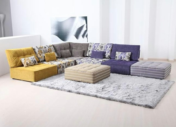 canapé salle de séjour jaune vif violet
