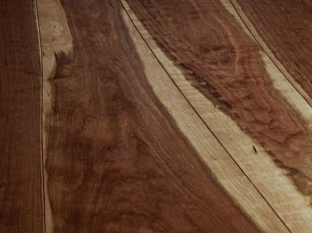 plancher-bois-massif-foncé