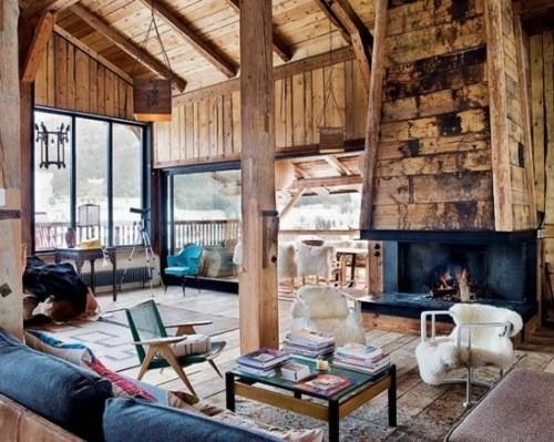 chalet interieur bois cheminee foyer table basse divan séjour