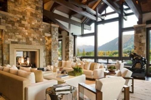 chalet interieur montagne construction bois poutre cheminee pierre fenetre haute menuiserie canapes luxe séjour