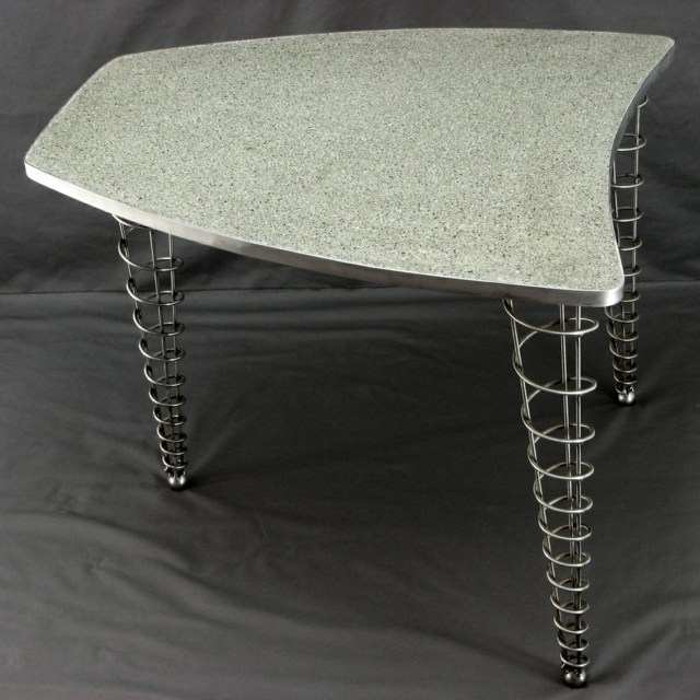 table pateau beton bord métal pied table meuble metal spirale