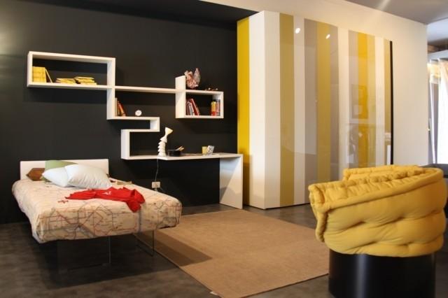 chambre déco lit étagères bois blanche mur gris jaune tapis de sol