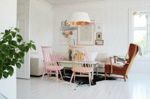 style scandinave sejour chaise rose fauteuil lampe
