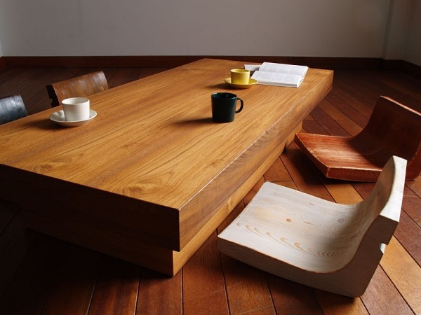 table basse bois chaises originales