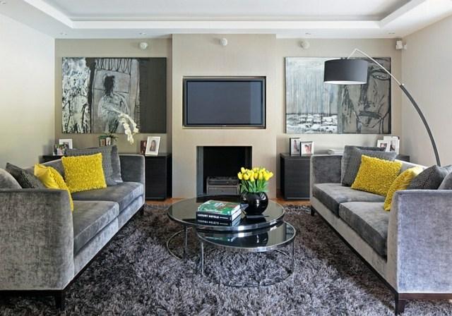 tapis poils gris cheminee lampadaire jaune