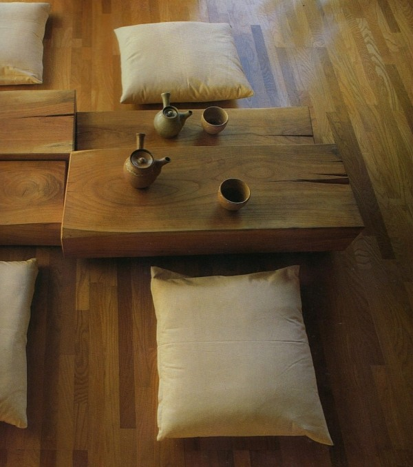 zoom table basse japonaise coussins