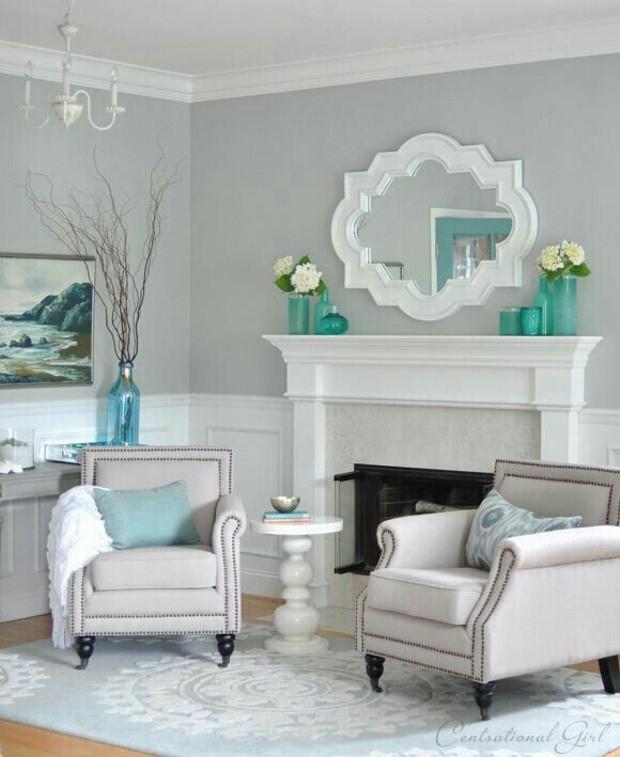 coin détente tonalités bleu clair miroir par dessus cheminée