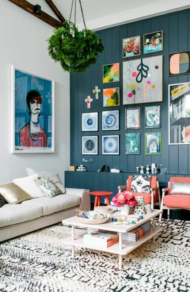 déco salon originale mur bois peint bleu indigo