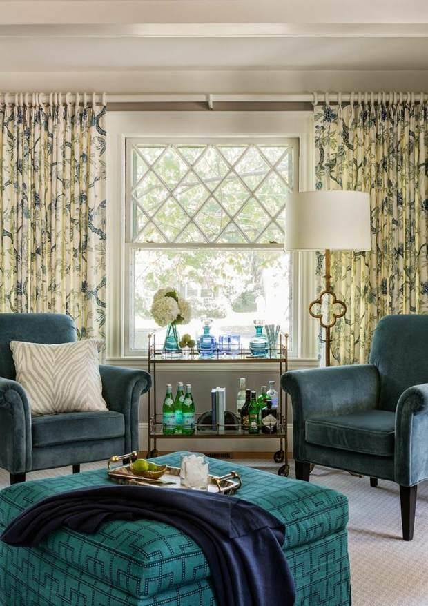 mobilier salon bleu vert rideaux à motifs