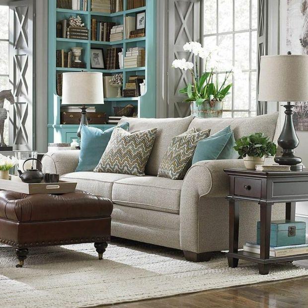 salon aux accents bleu turquoise meuble bibliothèque d'angle