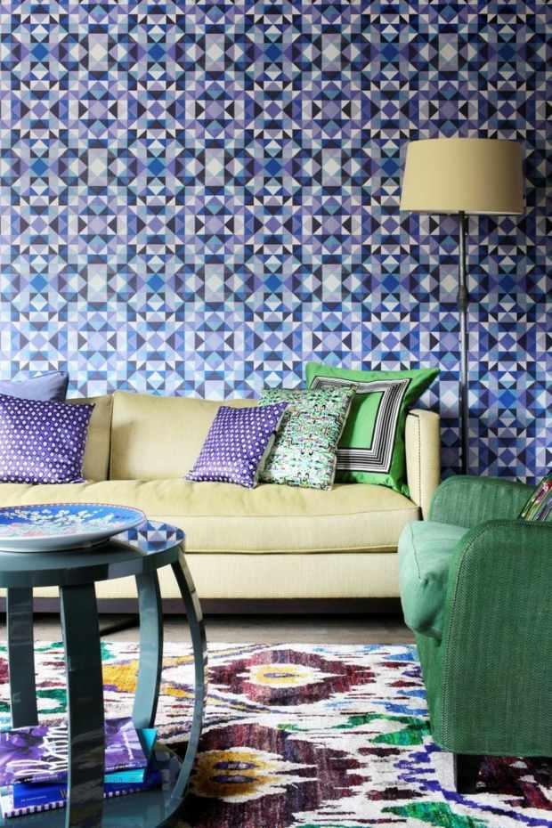 salon dominé par papier peint motifs kaléidoscope