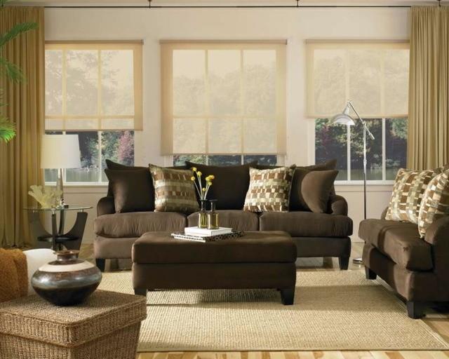 marron foncé contraste bien la clarté du beige meubles