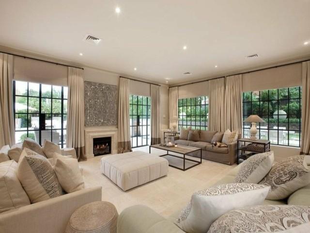 Rideaux tapis et meubles tous beige entièrement salon couleur