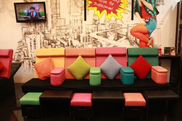 Coussins colorés comme idée déco salon