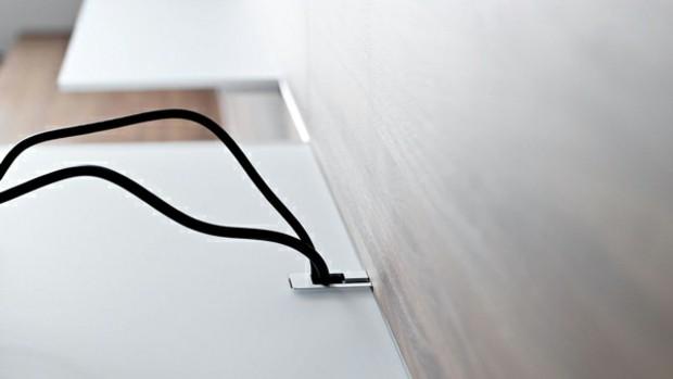 detail cable qui disparaît sous surface visible