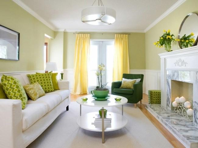 salle-séjour-couleurs-fraîches-coussins-vert-clair-fauteuil-vert-tulipes-jaunes idées salle de séjour
