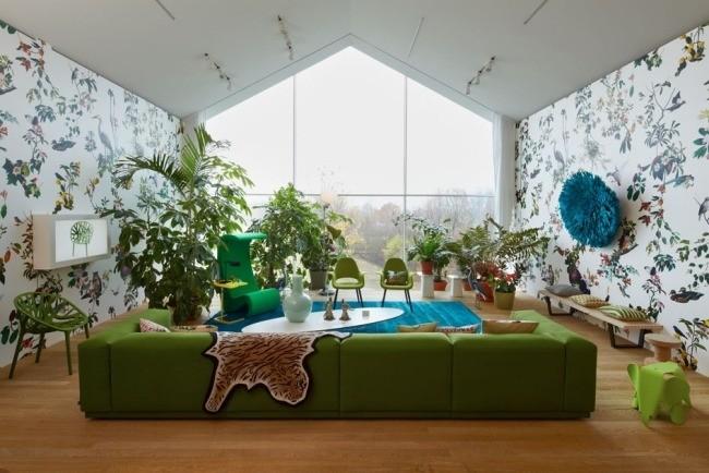 salle-séjour-couleurs-fraîches-mobilier-vert-plantes-papier-peint-blanc-motifs idées salle de séjour