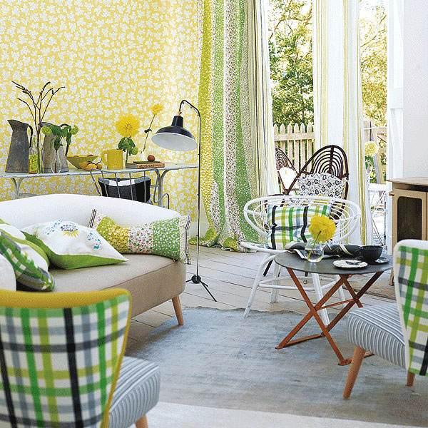 salle-séjour-couleurs-fraîches-rideaux-jaune-vert-coussins-décoratifs-vert-jaune idées salle de séjour