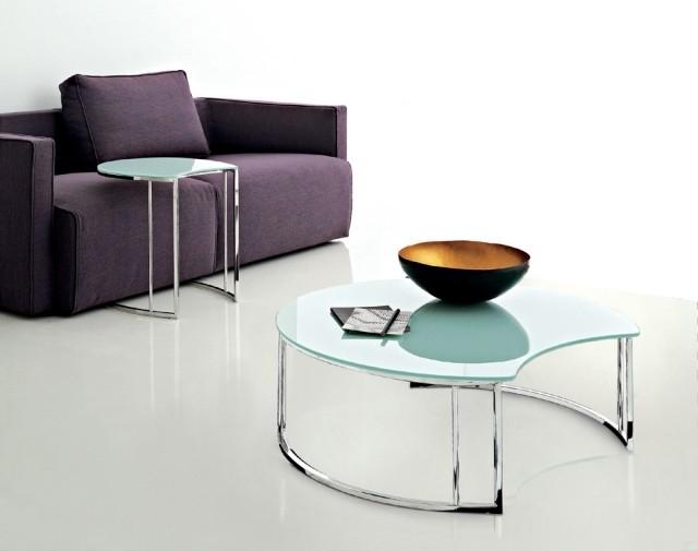 table-basse-en-verre-forme-inhabituelle-idée-originale-salon