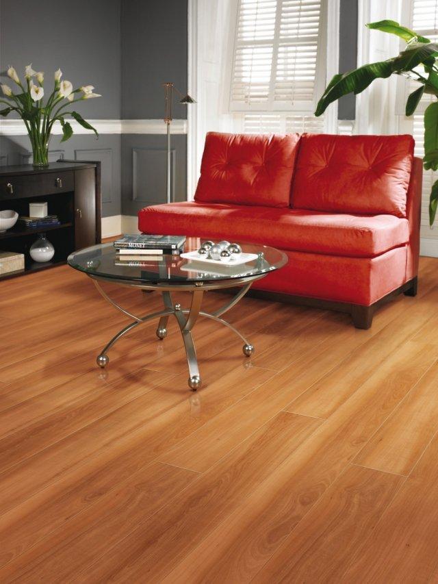 table-basse-en-verre-idée-originale-salon-canapé-tout-confort