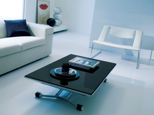 table-basse-relevable-idee-originale-couleur-noire-salon-canape