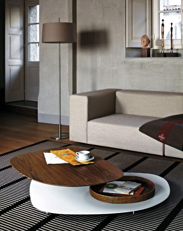 petite-table-salon-bois-design-original-élégant-canapé-gris-clair