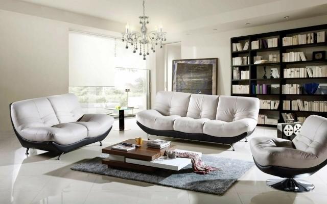 petite-table-salon-bois-design-original-élégant-canapés-blancs-modernes-salon