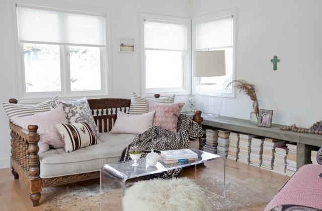 petite-table-salon-transparente-plastique-élégante table de salon