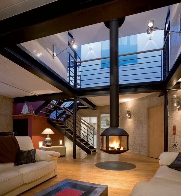 salon double hauteur avec cheminée suspendue
