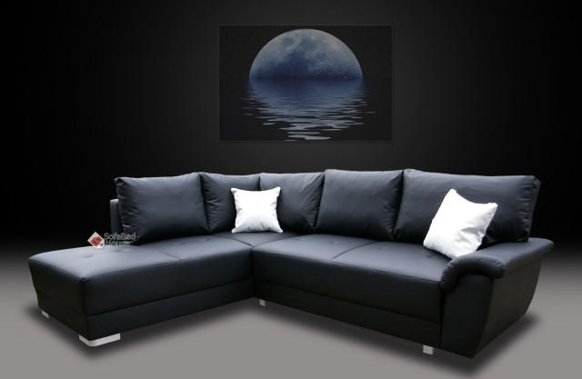 canapé-angle-couleur-noire-coussins-blanches-salon-confort-complet-idée-originale