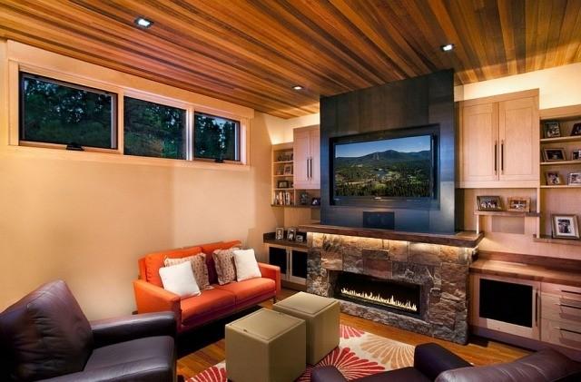 déco-salon-rustique-murs-blancs-faux-plafond-aspect-bois-canapé-orange-chaud-tapis-blanc-fleurs déco salon rustique
