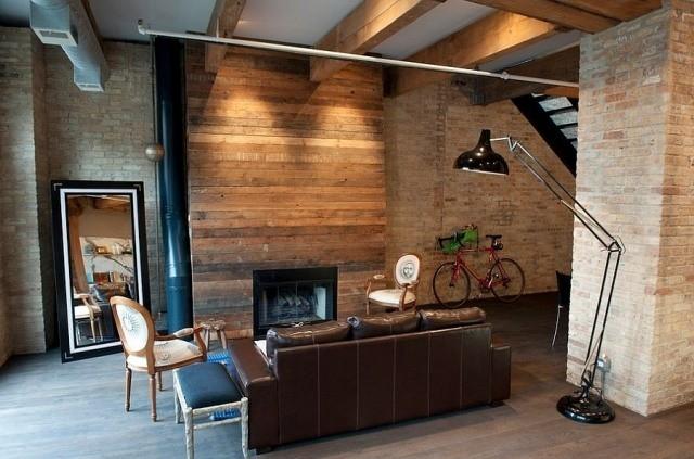 déco-salon-rustique-plafond-française-canapé-cuir-marron-cheminée-lampe-sol-noire déco salon rustique