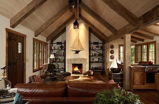 déco-salon-rustique-poutres-bois-canapé-cuir-marron-cheminée-voilier-fauteuil-relax-cuir-marron déco salon rustique