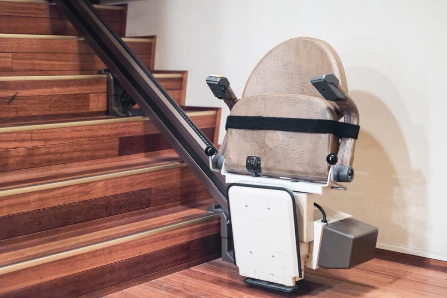Faire installer un monte escalier dans son salon : comment et à quel prix ?