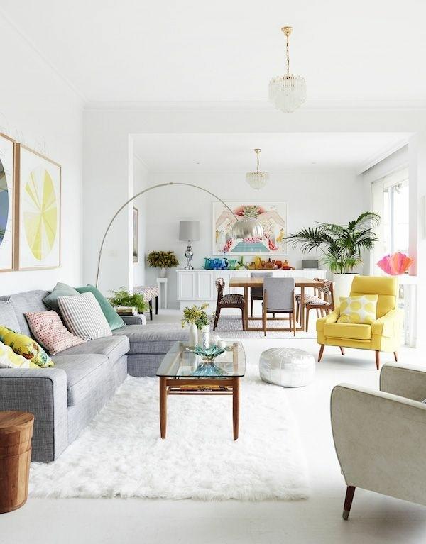 Idée déco salon avec des coussins de canapé