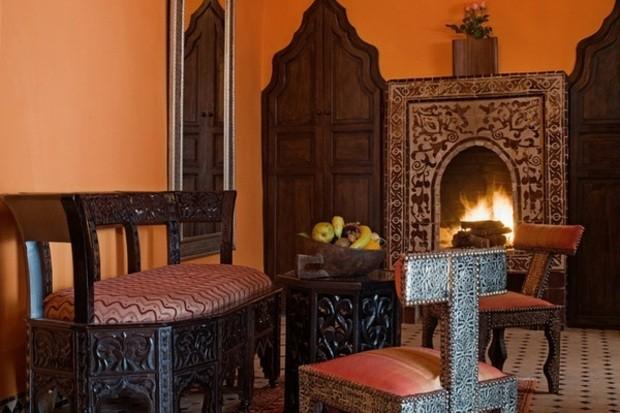 superbe sejour riche en motifs cheminee caractere