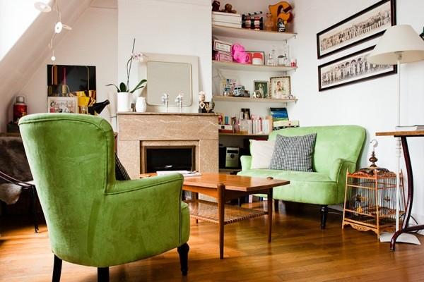 Canapés verts au salon vintage