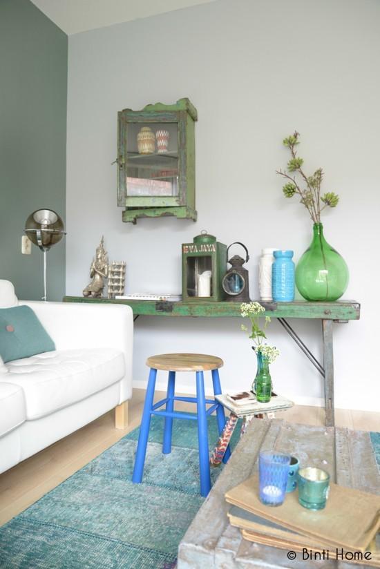 Salon en couleurs zen per Binti Home