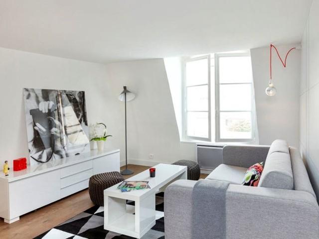 Salon artistique en blanc