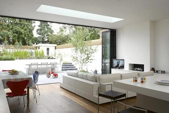 Salon fonctionnel lié avec le jardin