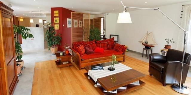Salon moderne et ouvert