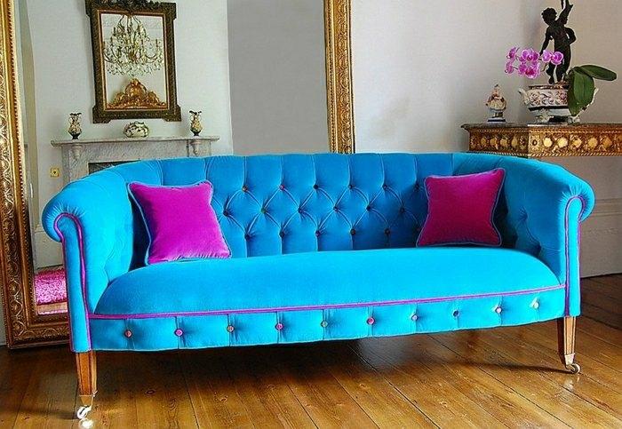 intérieur de salon moderne avec un canapé bleu coussins joli déco idée