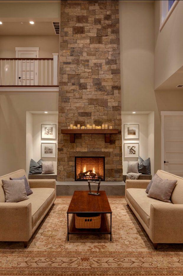 salon hauteur imposante cheminée en pierre