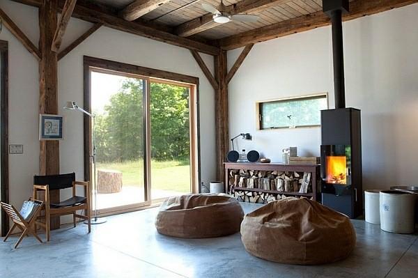 salon moderne cheminee poufs