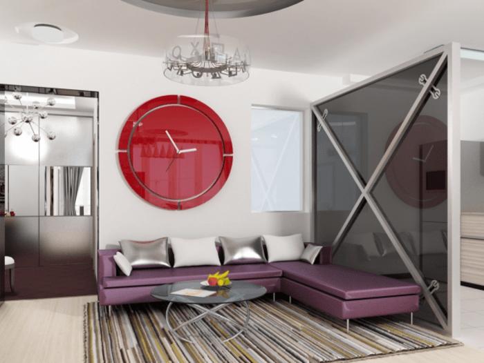 intérieur design de salon contemporain canapé couleur aubergine coussins d'argents