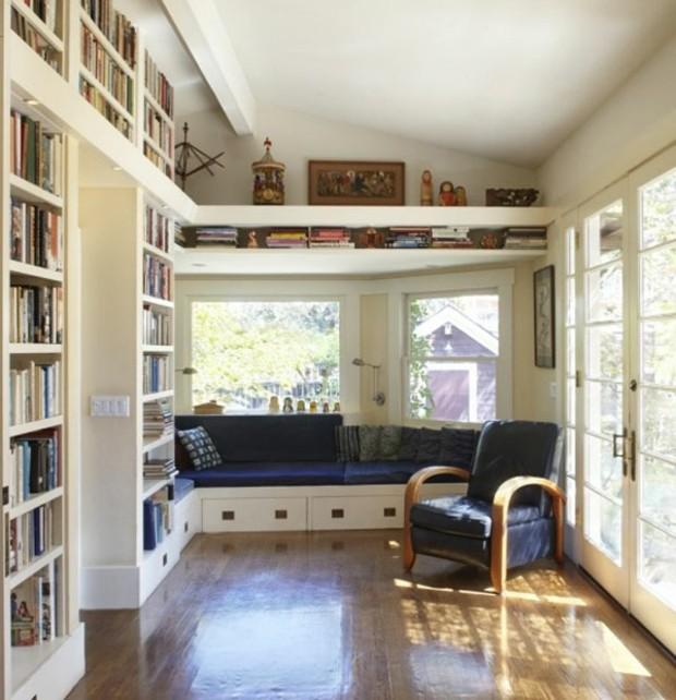 coin lecture avec bibliothèque jusqu'au plafond