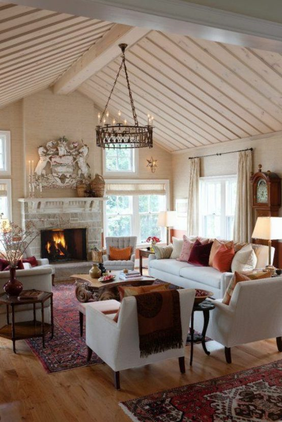 aménagement salon moderne lampe suspendue canapé blanc coussins fauteuil blanc lampe suspendue table de salon basse