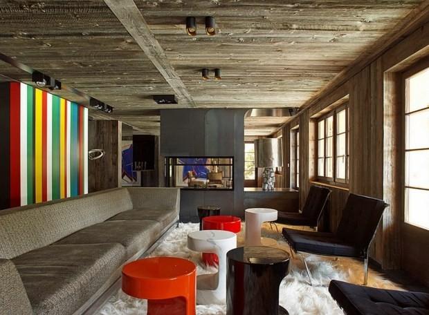 mur rayé multicolore salon bois