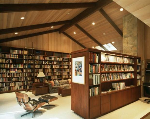 salon années 50 délimité par deux meubles bibliothèque